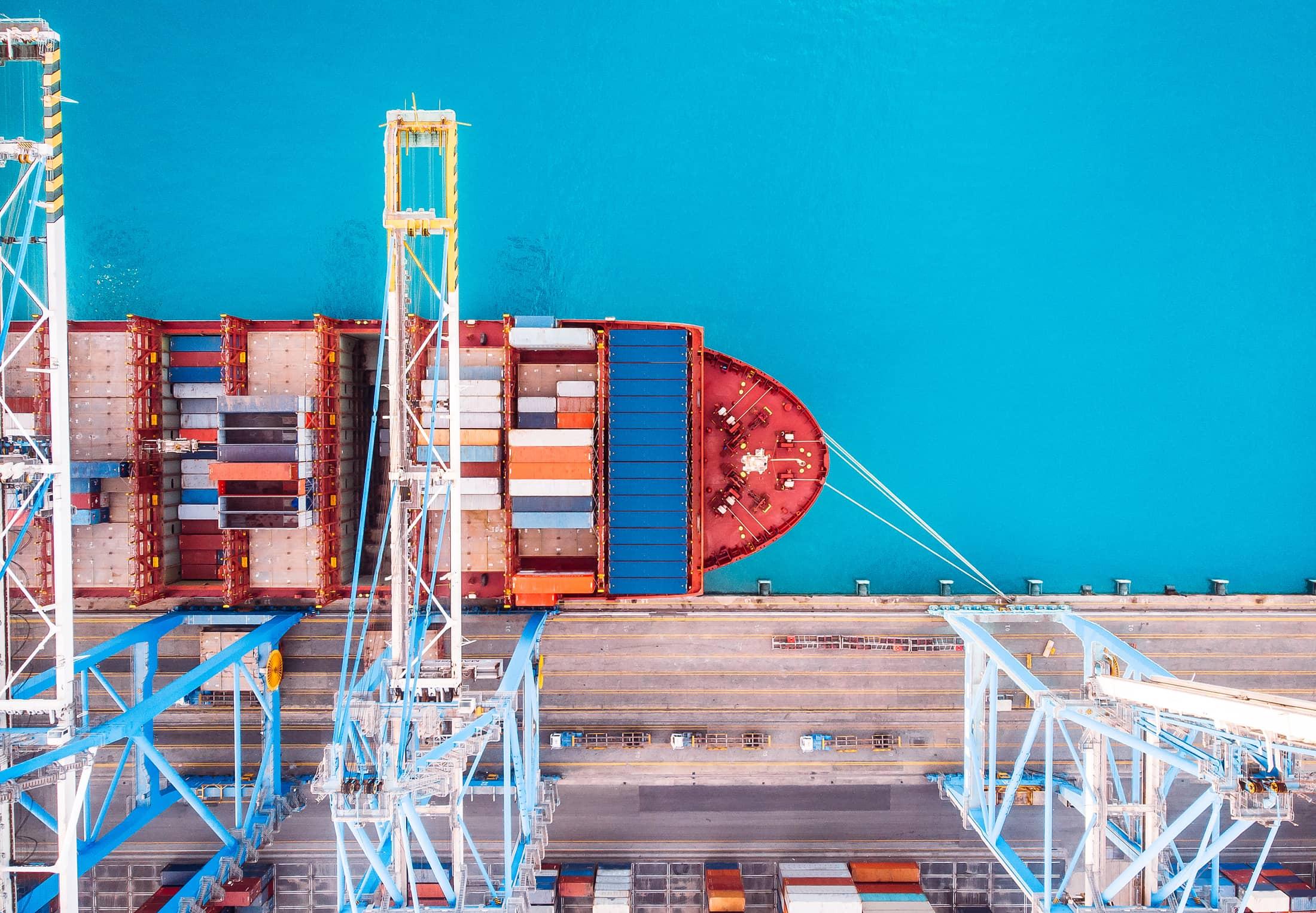 Containerschip in de haven   TTN B.V.